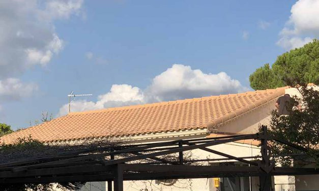 Nettoyage peinture toiture à Saint Martin de Crau